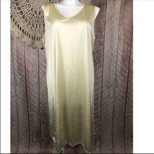 Comfort Choice | 1x Long Nylon Yellow Gown